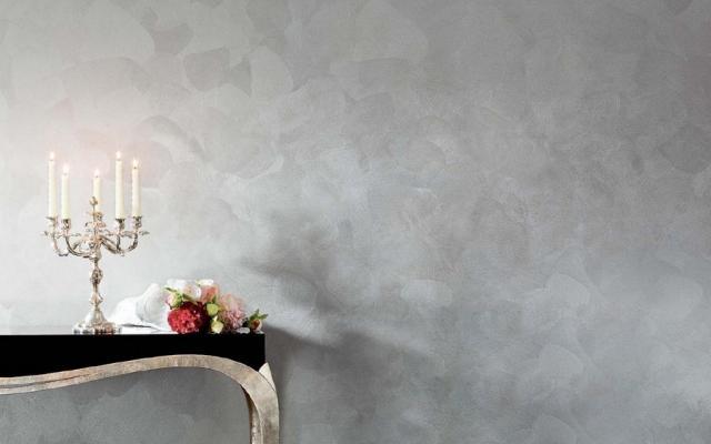Gioia è un prodotto perlescente disponibile in 169 tonalità. Composto di scaglie di madreperla argento, illumina le tue pareti di riflessi iridescenti. I segni delle pennellate sono evidenziati dall'illuminazione con luce radente.